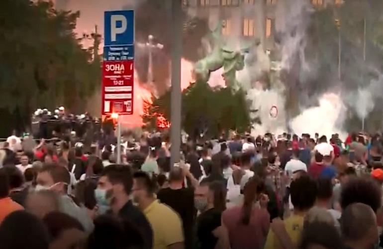 NEMAČKI MEDIJI: U Srbiji nezaposlenost i siromaštvo, plate niske, penzije još niže – Vučića ne ruši nesposobna opozicija