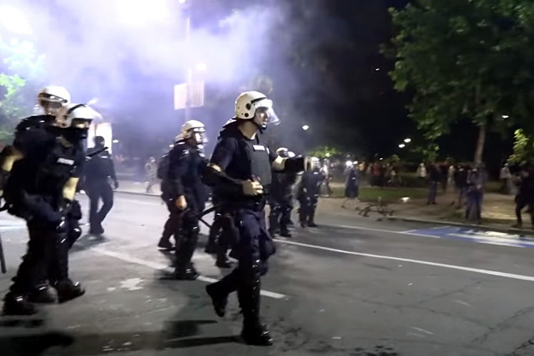 VUČIĆ U PROBLEMU: Optužbe na račun brutalnosti policije Srbije i pred Ujedinjenim Nacijama