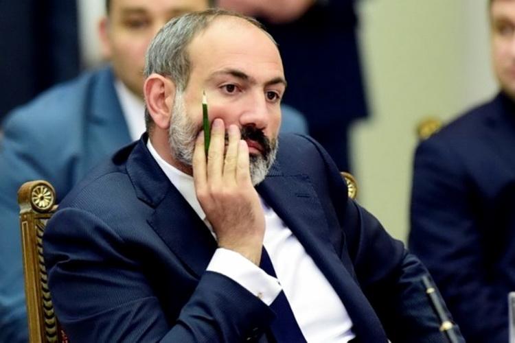 Prozapadni i antiruski premijer podneo ostavku tek pošto je izgubio teritorije i unazadio zemlju