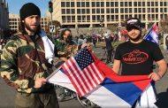 Šok snimak usred Vašingtona: Amerikanac nosi srpsku zastavu a razlog je iznenađujući – VIDEO