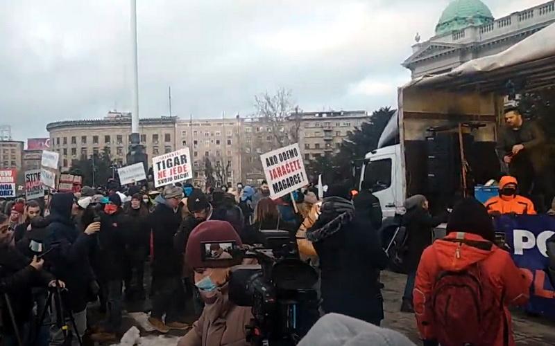 Protest frilensera ZAPALJIVA ATMOSFERA: Ako odemo, jahaćete magarce – UŽIVO VIDEO