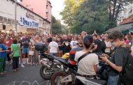 NAROD SPREMA REVOLUCIJU – Ponovo protest na Karaburmi: Građani traže kaznu za sudiju … SKANDALOZNO SUDSTVO
