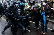 Sukob na ulicama Pariza: Protesti protiv obavezne vakcinacije i novih ograničenja