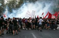 Haos u Grčkoj – Protest protiv vakcinacije – Sukob demonstranata i policije – VIDEO