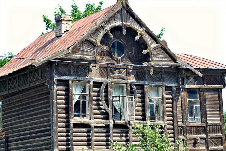 Neobična kuća: Kupili smo staru drvenu kuću na selu, tada nam se život promenio …